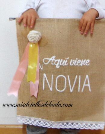 cartel-personalizado-aqui-viene-la-novia