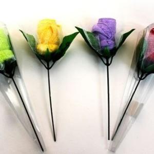 toalla-en-forma-de-flor-en-caja-de-acetato
